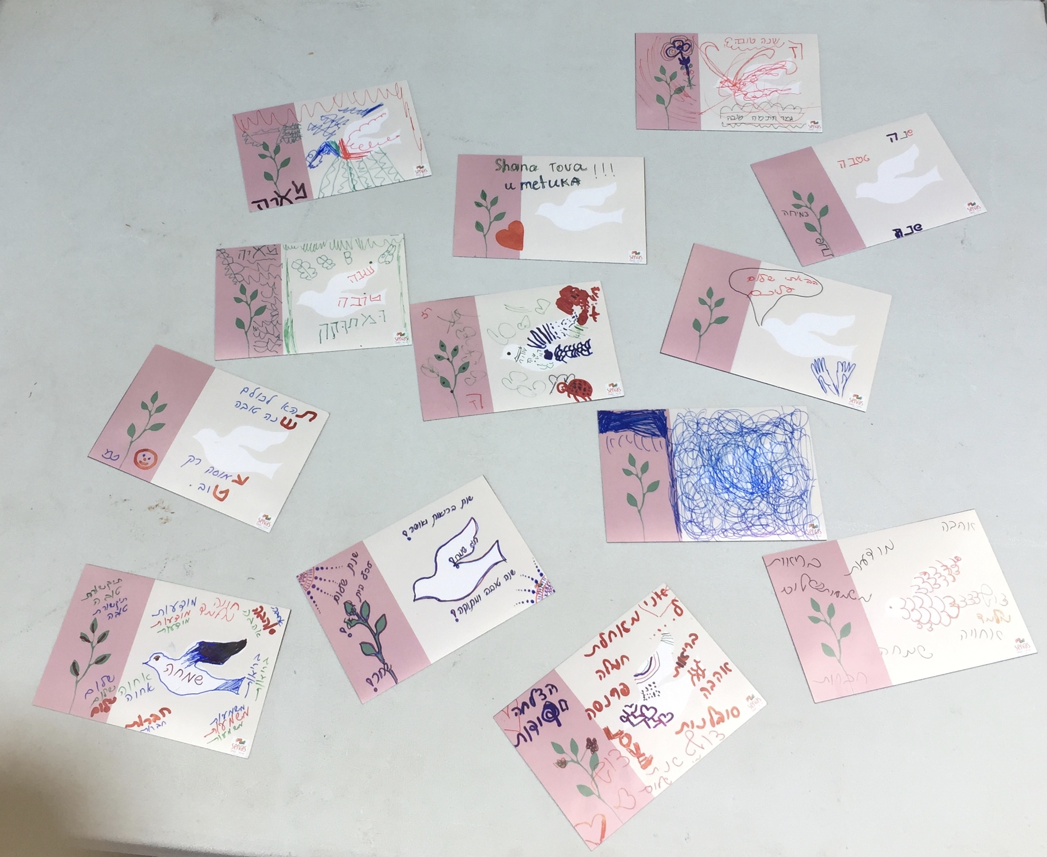 הברכות שהכינו הילדים Some of the greeting cards done by childern at the meeting